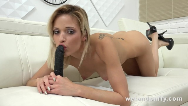 Teen hottie orgasms with a black dildo!