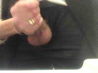 Milf branlant son homme qui ejacule