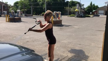 WIFE IN MINI SKIRT HIGH HEELS FLASHING GREAT ASS AT OUTDOOR CARWASH