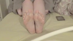 Goddess Eleanor - 5 Minutes to Cum to my Perfect Soft Feet :)