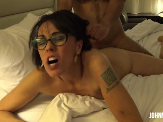 Cheating LATINA MILF Sneaks Out on Hubby For Rough Sex With Neighbor