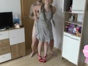 Agarrou a irmã do amigo sem calcinha por trás e bombou sem piedade