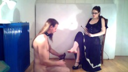 Amateur femdom fishnet foot slave