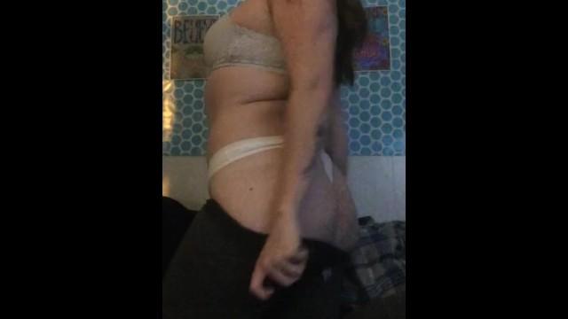 Download Gratis Video Nikita Mirzani Strip tease pussy rub
