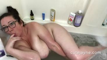 Cute Amateur BBW Takes Bubble Bath and Suck and Fucks Dildo