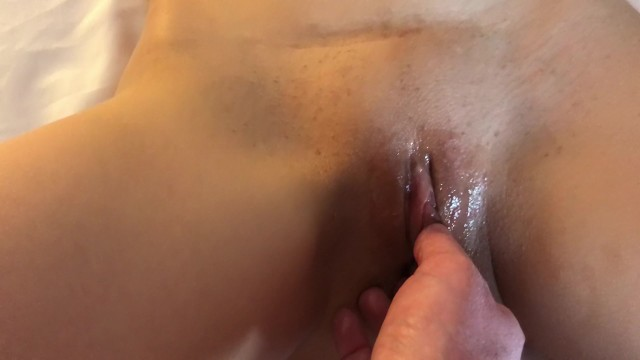 Download Gratis Video Nikita Homemade wife strapped to bed and fingered to Orgasm POV shaved pussy