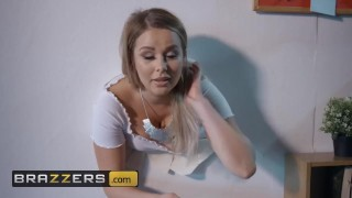 Brazzers - Nikky Dream gets stucked and needs to get pounded out