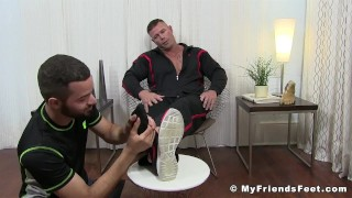 Muscular pervert Joey J tongued by feet worshiper