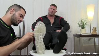 Muscular pervert Joey J tongued by feet worshiper Cock casting