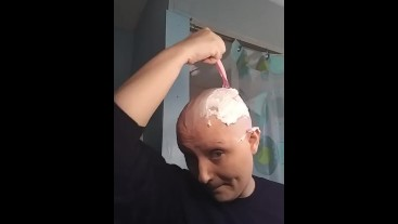 Bald girl Razor headshave