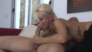 Une maquilleuse se fait baiser sur tournage porno par un acteur porno
