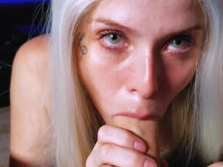 TINDER TEEN LET ME FILM HER SUCKING AND SWALLOW ALL THE CUM!