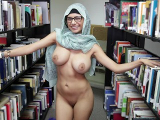 Lebanese queen removes her hijab and clothes library...