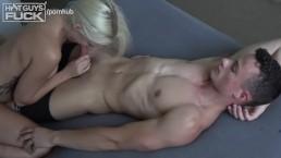 Teen BodyBuilder Fucks Blondie With Nice Cone Titties