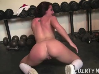 Fit Brunette With Small Tits Fingers Her Pussy