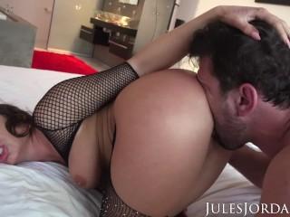 Jules Jordan - Christiana Cinn's Hungry Asshole Devours A Massive Cock