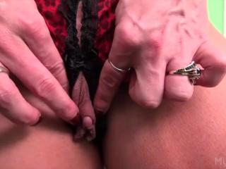 Naked Female Bodybuilder Porn Star and Her Big Clit