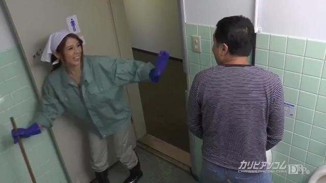 【無】美人掃除婦が小便しているパート1MakiKoizumi