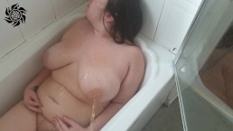 Me pissing on my chubby pregnant wife in the bath  JimbobStar, Miss Sassy