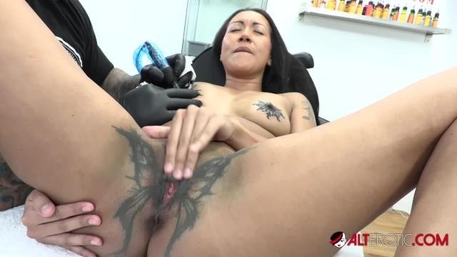 Mischa barton sex scene