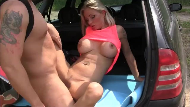Große Auto Titten Milf Blondine ❤️ Blondine