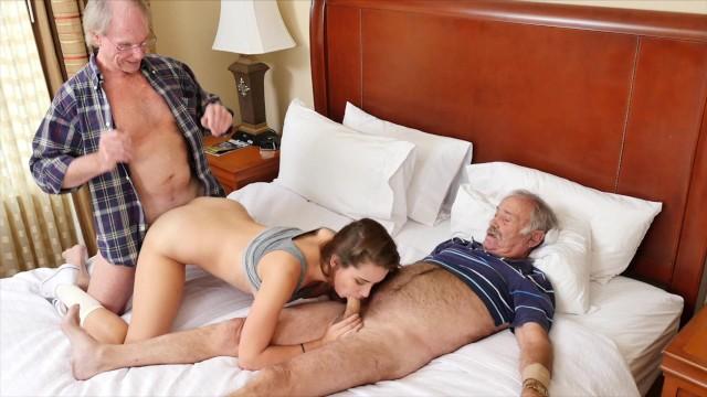 Porn HD คุณปู่เย็ดหลานสาว คุณหลานสาวนิยมคนแก่ เพราะประสบการณ์สูง ทำให้ด้วยความเต็มใจ ควยใหญ่ยังฟิตปั๋งอยู่