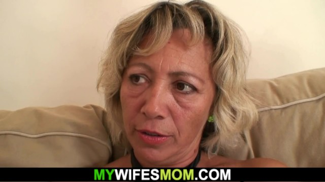 He cheating with hot girlfriends mom on the couch 12