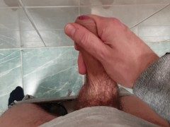 Who wants me to cum in their mouth?