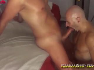 SEXO ORAL PROFUNDO EN MASAJES GAY