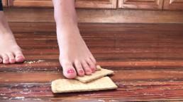Graham Cracker Foot Crush very beautiful feet barefoot