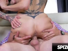 Anna Bell Peaks & Sarah Jessie sharing a Huge Young Cock - Spizoo