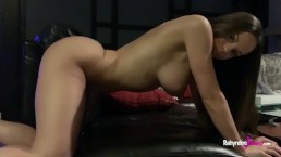 Rahyndee James plays with her pussy after a gym work out!