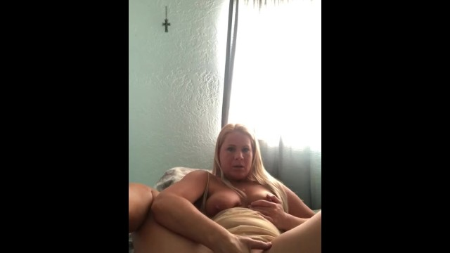 Lonely mom sneaks away for morning squirt 4