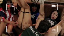 El clasico joven un grupo de chavos pasa de un juego a una orgia sexual