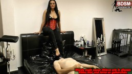 Atemkontrolle - heavy breath control with queening in privat dungeon