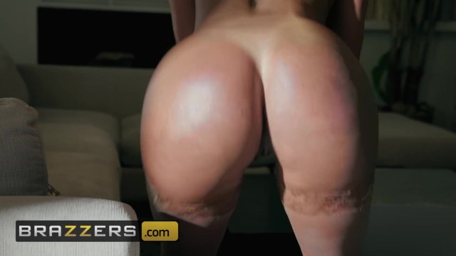 Brazzers - PAWG Diamond Kitty does anal in the shower 9