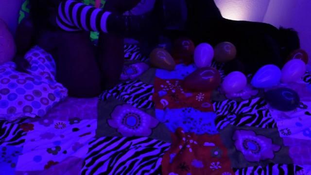 Daizy Cooper Pops Balloons Trailer 18