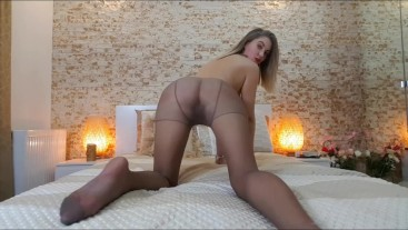 Your lil step sister twerking in pantyhose