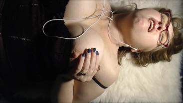 BBW wife loud orgasms masturbating phone sex with online boyfriend