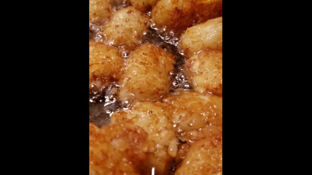 Greasy nasty lil tater tots in hot oil bath FOODPORN 3