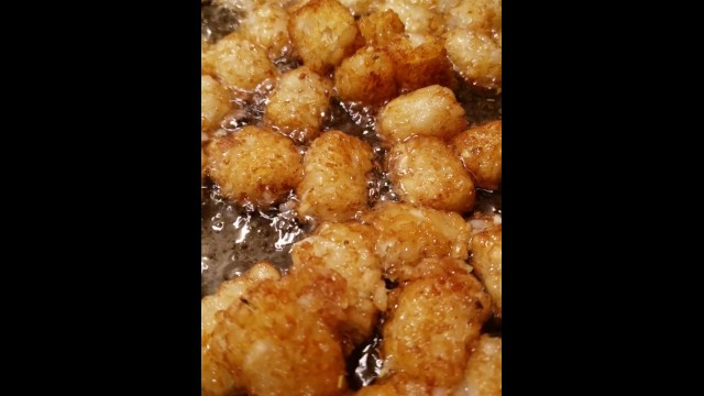 Greasy nasty lil tater tots in hot oil bath FOODPORN 25