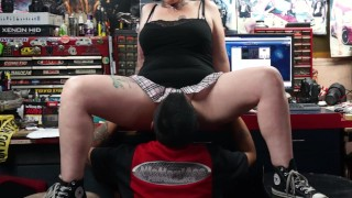 Tattooed Rocker chick squirts in his mouth and fucks his face