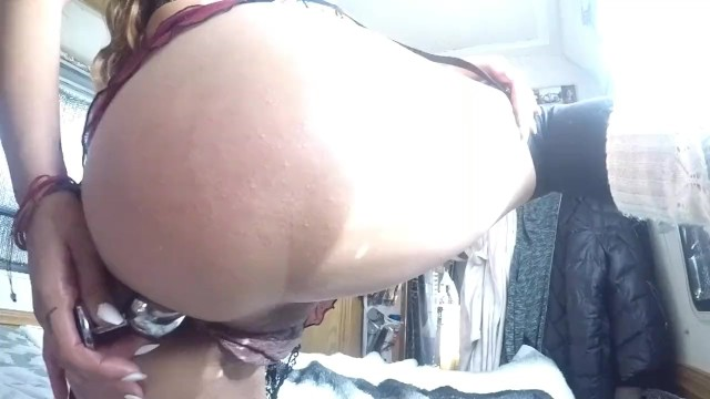 lilRavenFox First Time Inserting a Buttplug 16