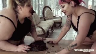 толстые лесбиянки едят торт