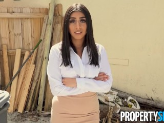 PropertySex – Agent with big tits fucks handyman in laundry room