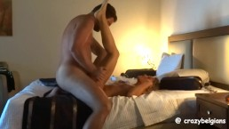 Baisée et couverte de sperme à l'hôtel