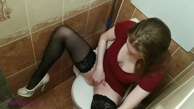 大学のトイレ盗撮にオナニーするlolaが映った(無料ポルノ ...