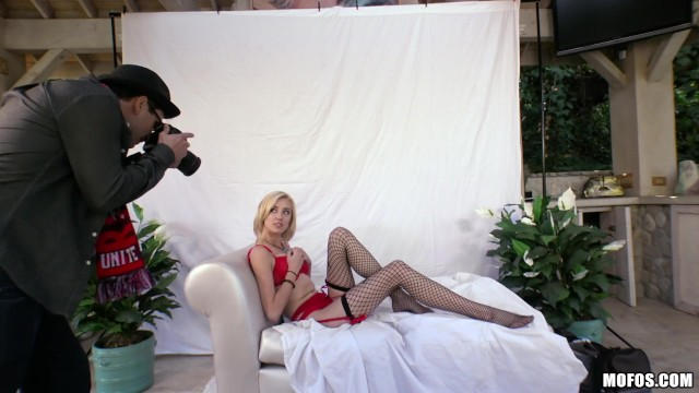 Mofos - Blonde model Haley Reed fucks photographer 9