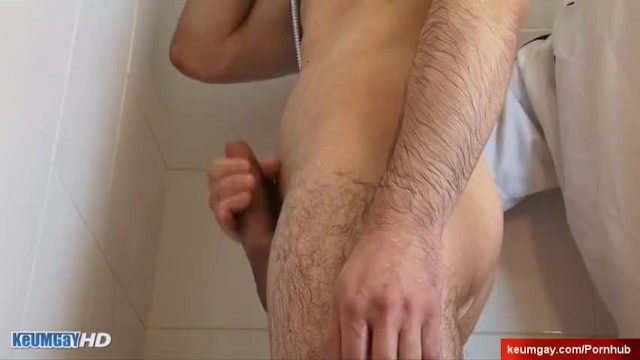 casting of straight guy with big dick : gest sucked by old man in a shower.