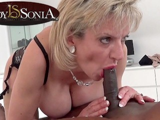 Giving and blowjob to a bbc...